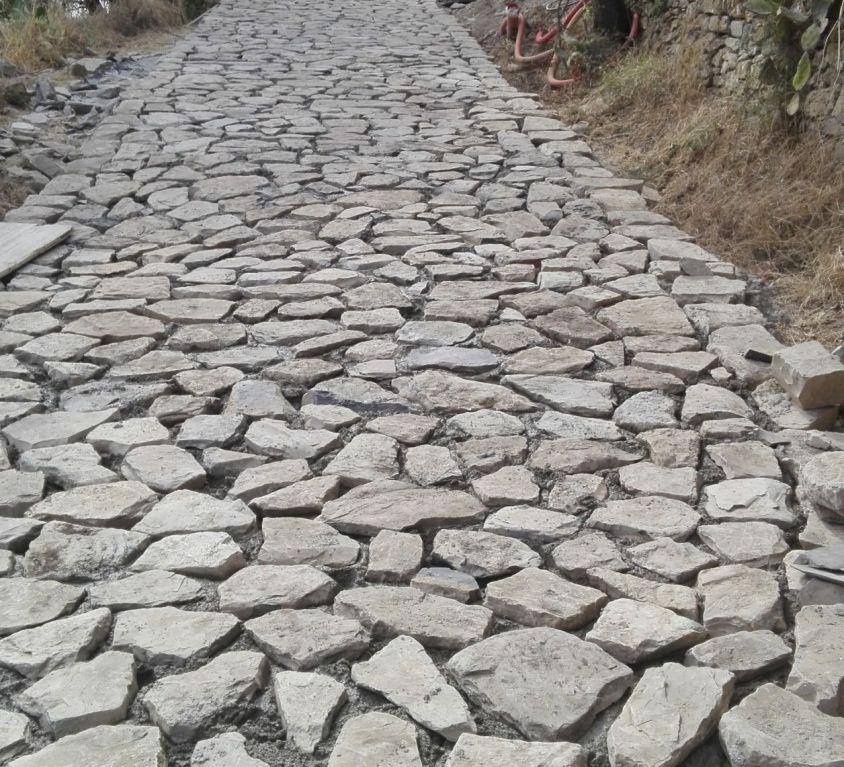 Strada in pietra